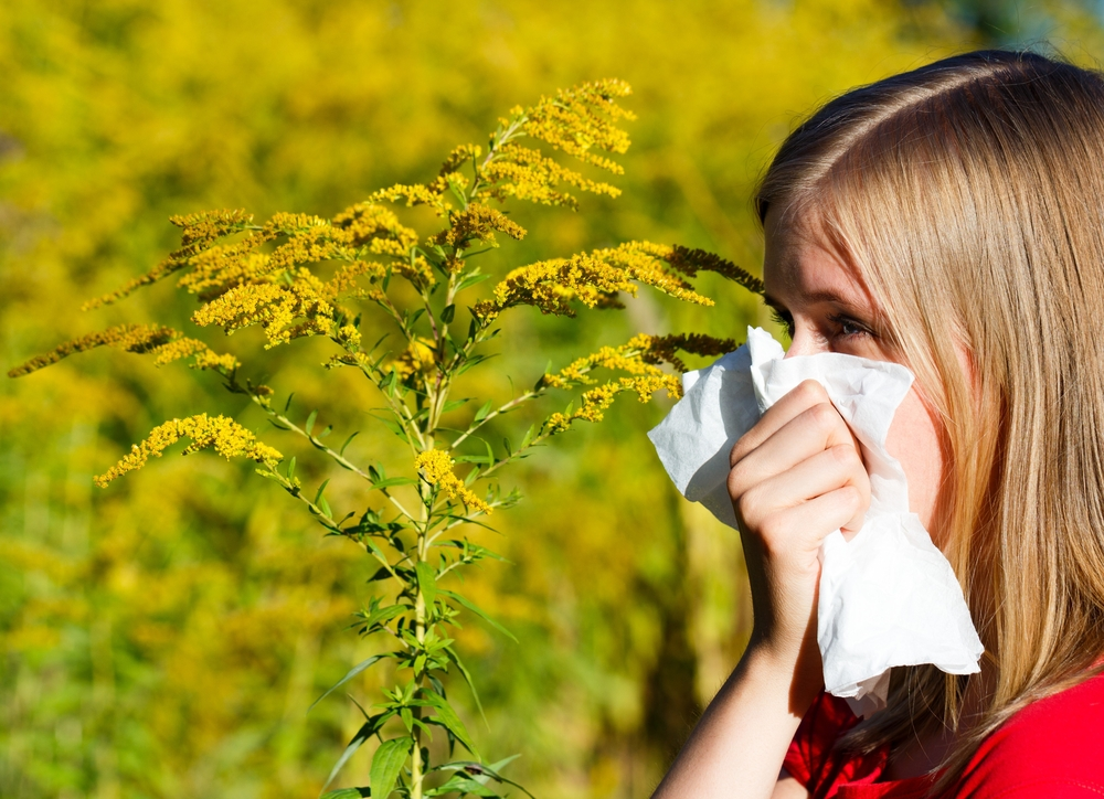 Woman allergic to ragweed